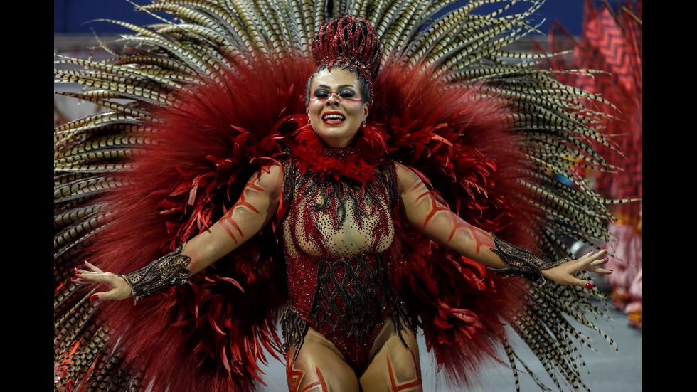 Пищно шествие за откриването на карнавала в Рио де Жанейро
