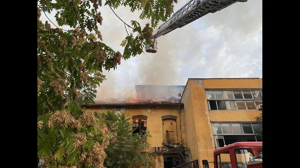 Пожар в бившата захарна фабрика в Пловдив