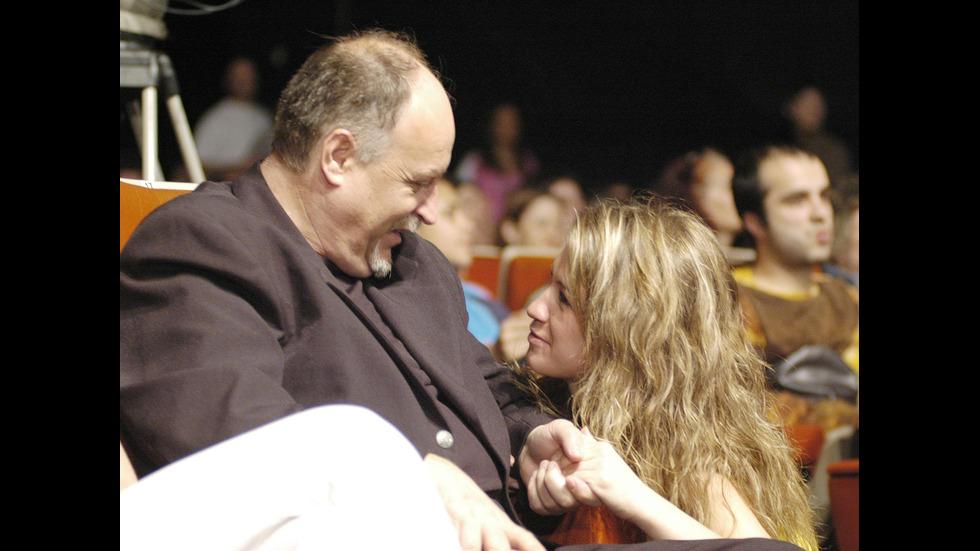 Лора Караджова - от момичето на татко до фурия на сцената