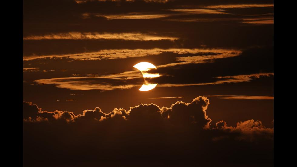 Пръстеновидно слънчево затъмнение очарова части от света