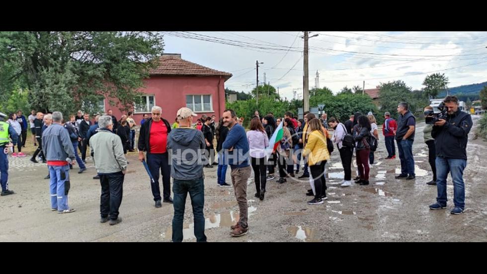 """Протестиращи затвориха пътя за """"Калотина"""""""