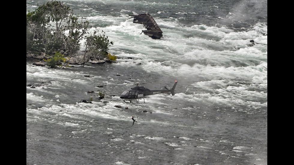 101-годишна баржа може да падне в Ниагарския водопад