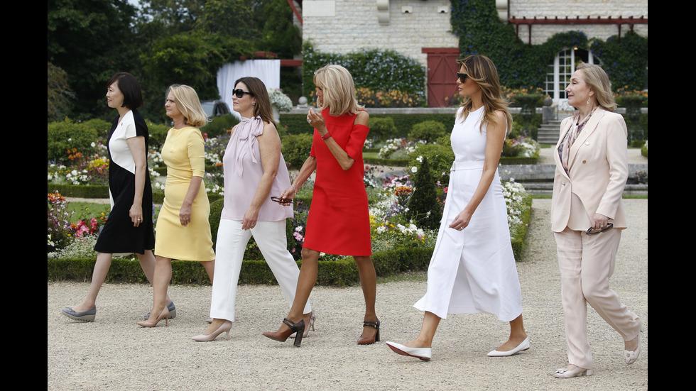 Какво правят съпругите на лидерите на Г-7 във Франция?
