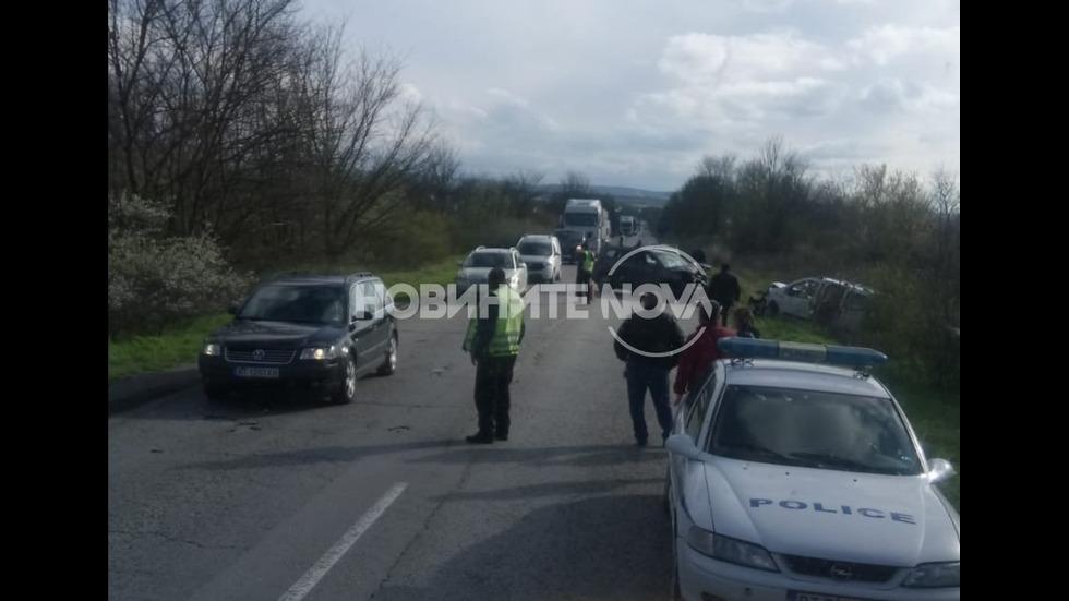Катастрофа затруднява движението по пътя Велико Търново - Русе