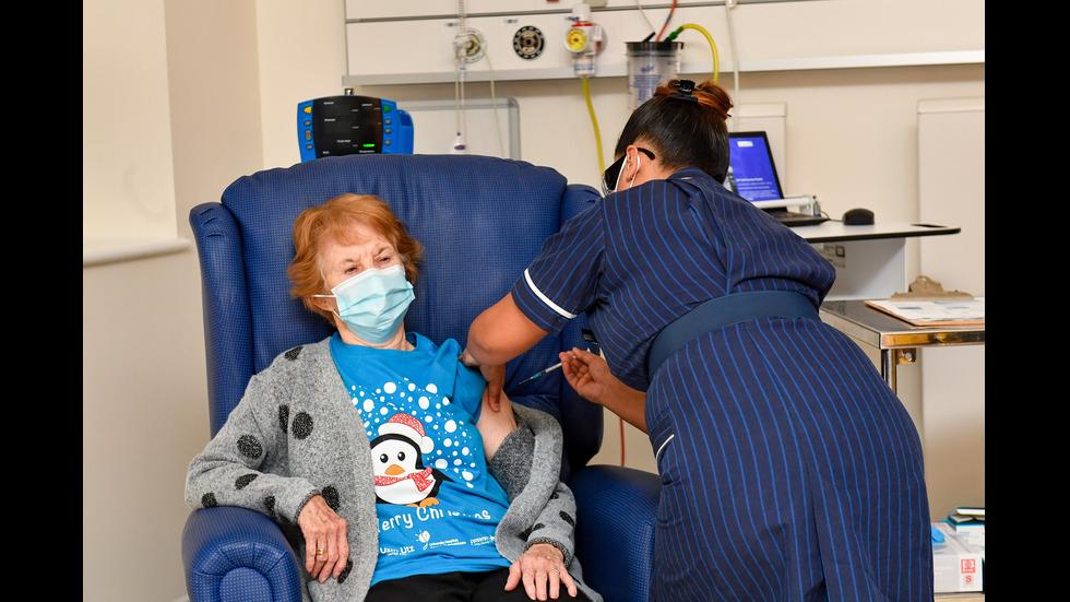 ИСТОРИЧЕСКИ МОМЕНТ: Британка на 90 - първата в света ваксинирана срещу COVID-19