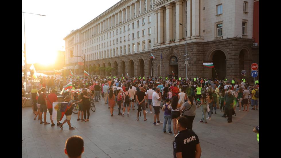 25 ДЕН: Протестиращи на шествие в центъра на София