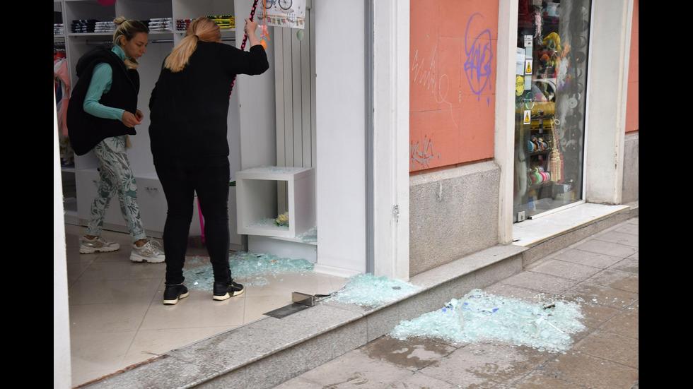 Жена се вряза с автомобила си в магазин в центъра на София