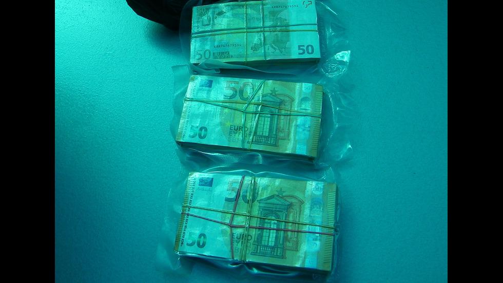 Задържаха шофьор с 290 000 евро на ГКПП-Калотина