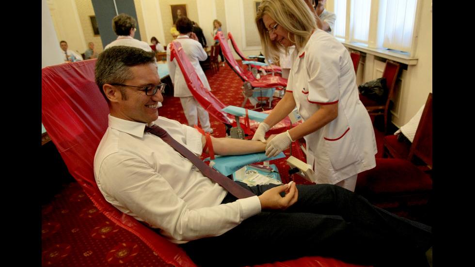 Депутатите даряват кръв в благотворителна инициатива