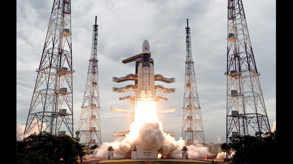 """Индийският космически апарат """"Чандраян-2"""" влезе в лунна орбита"""