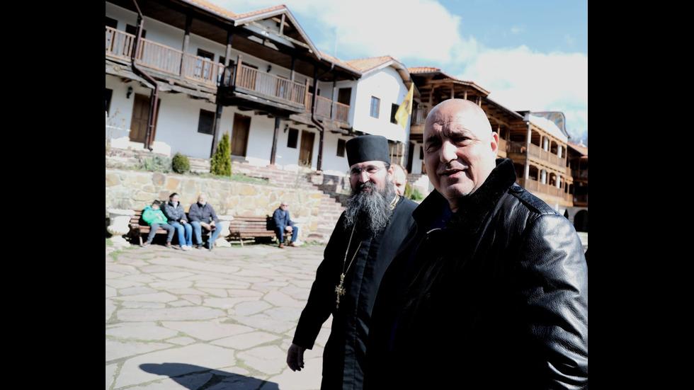 Борисов посети няколко манастира у нас