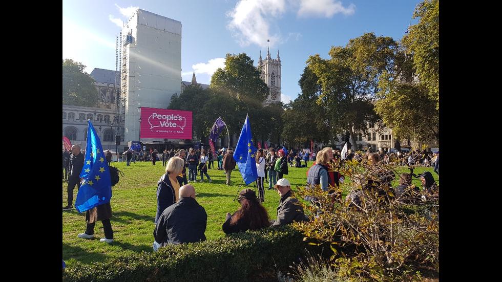 Десетки хиляди протестират в Лондон срещу Brexit