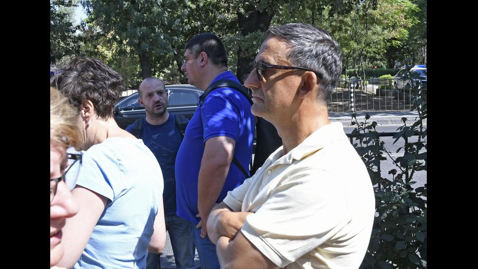 Журналисти излязоха на протест пред БНР