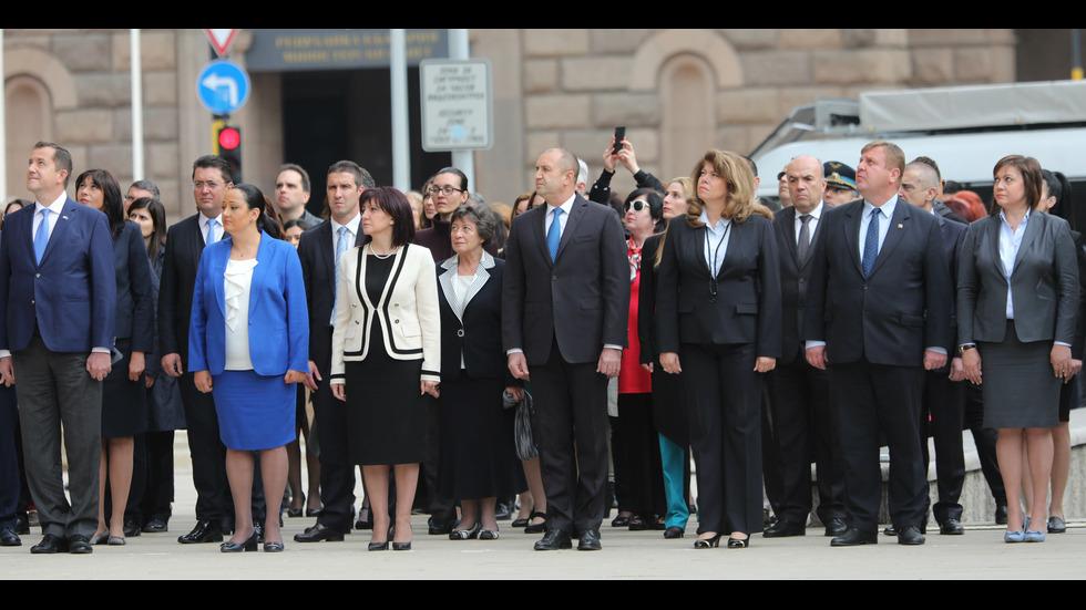 Президентът Радев взе участие в церемонията по вдигане на Европейския флаг