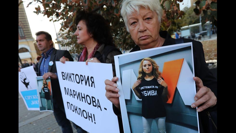 Бдение в София в памет на убитата журналистка Виктория Маринова