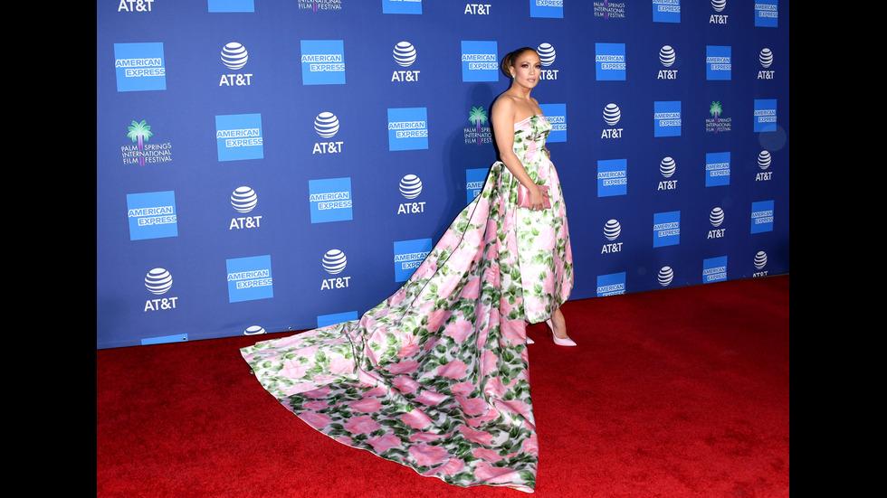 Всички говорят за роклята на Дженифър Лопес
