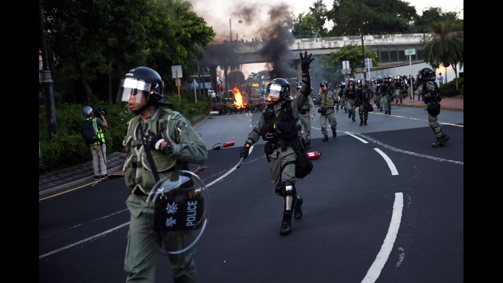 Полицията в Хонконг използва сълзотворен газ срещу демонстранти