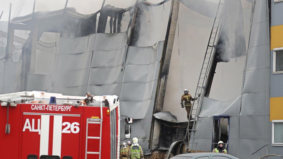 Пожар избухна в хипермаркет в Санкт Петербург