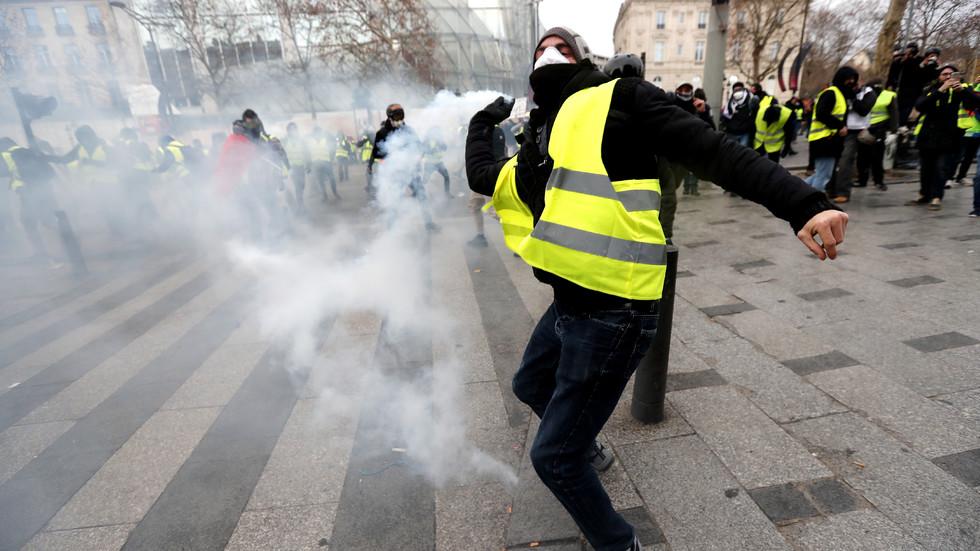 Стотици арестувани по време на протестите във Франция