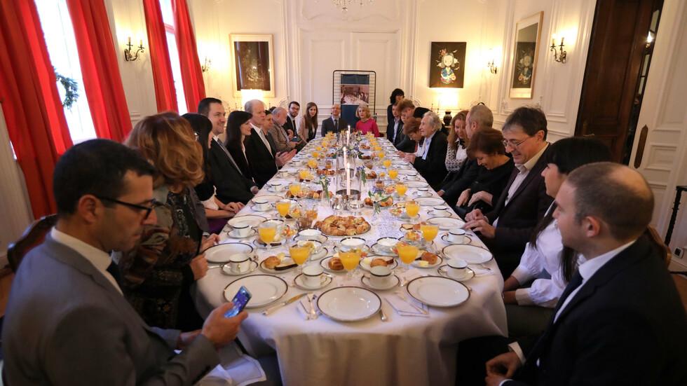 """""""Закуска с Митеран - 30 години по-късно"""" във френското посолство у нас"""