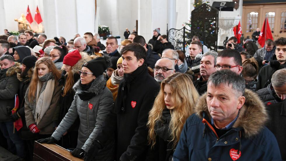 Траур в Полша: Хиляди изпратиха кмета на Гданск в последния му път