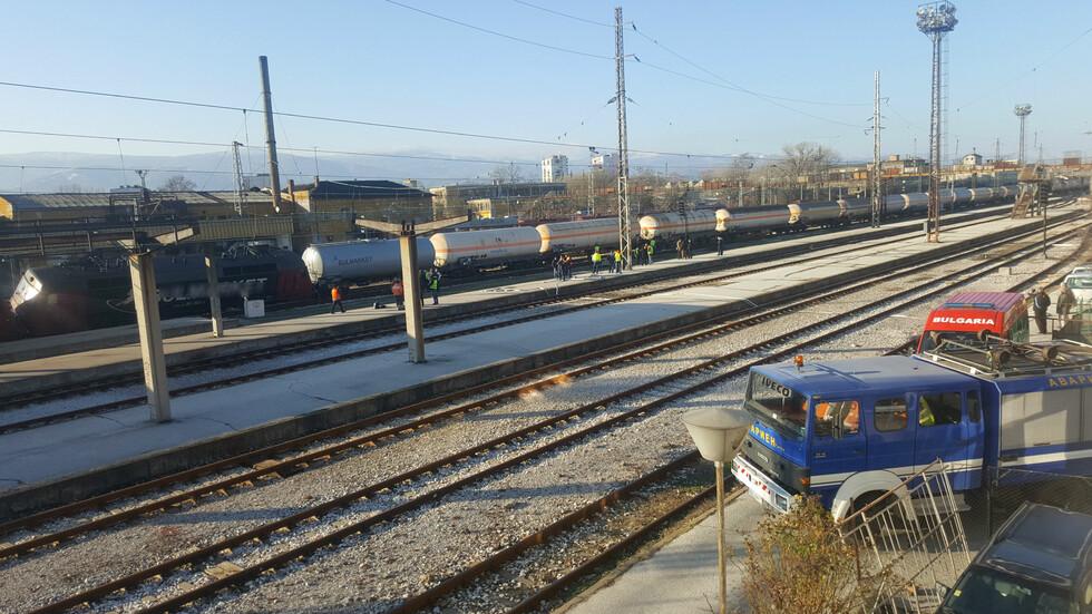 Товарен влак дерайлира в Пловдив