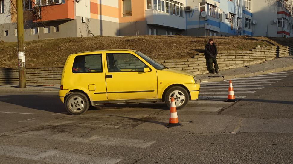 Кола блъсна 13-годишно дете на пешеходна пътека