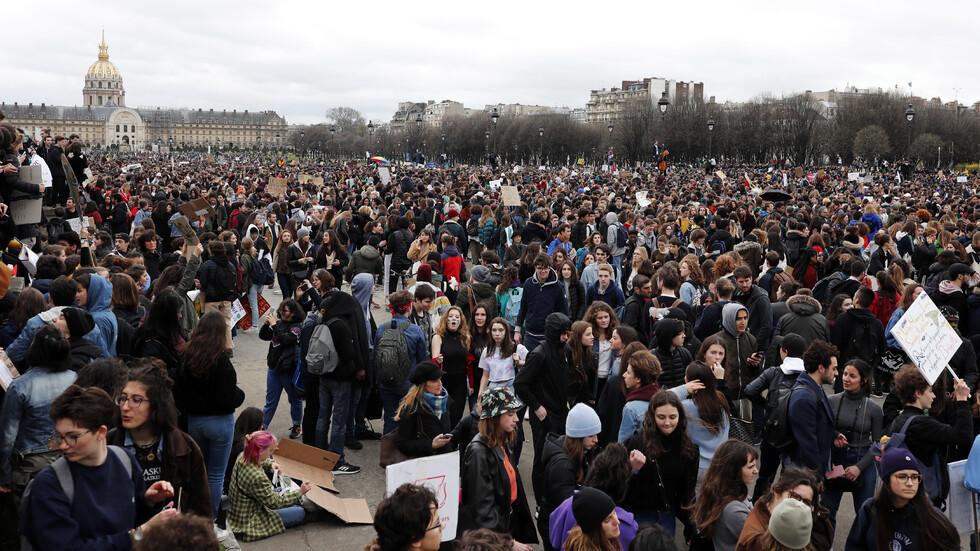 Ученици от цял свят подкрепиха Грета Тунберг срещу климатичните промени