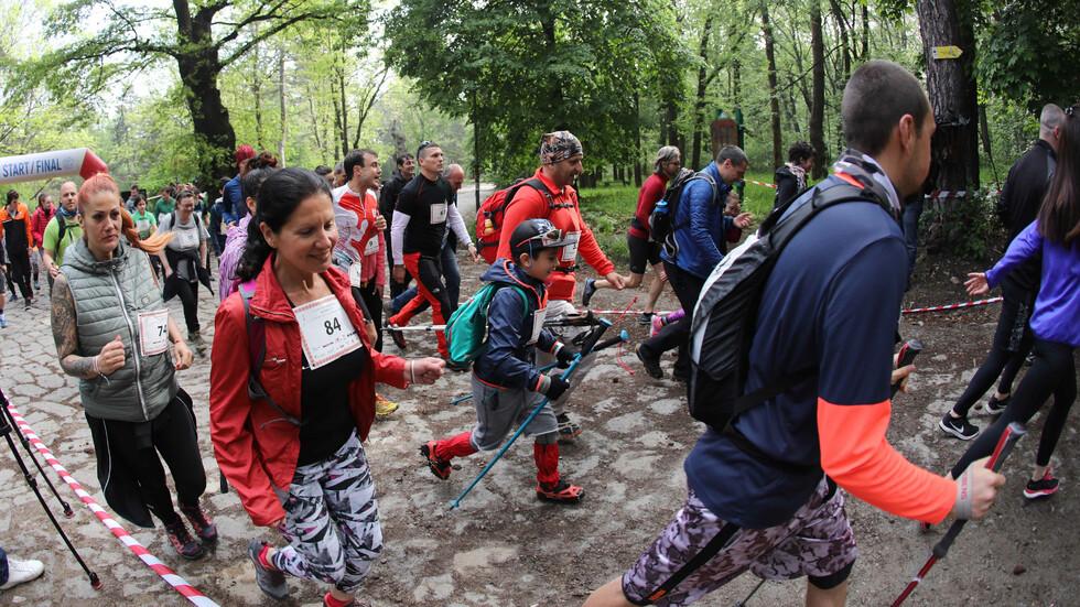 В памет на Боян Петров: Масово изкачване до Копитото