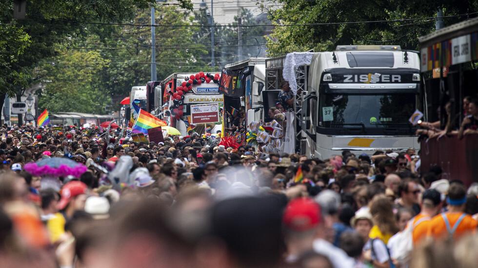 Стотици хиляди се включиха в гей парад във Виена