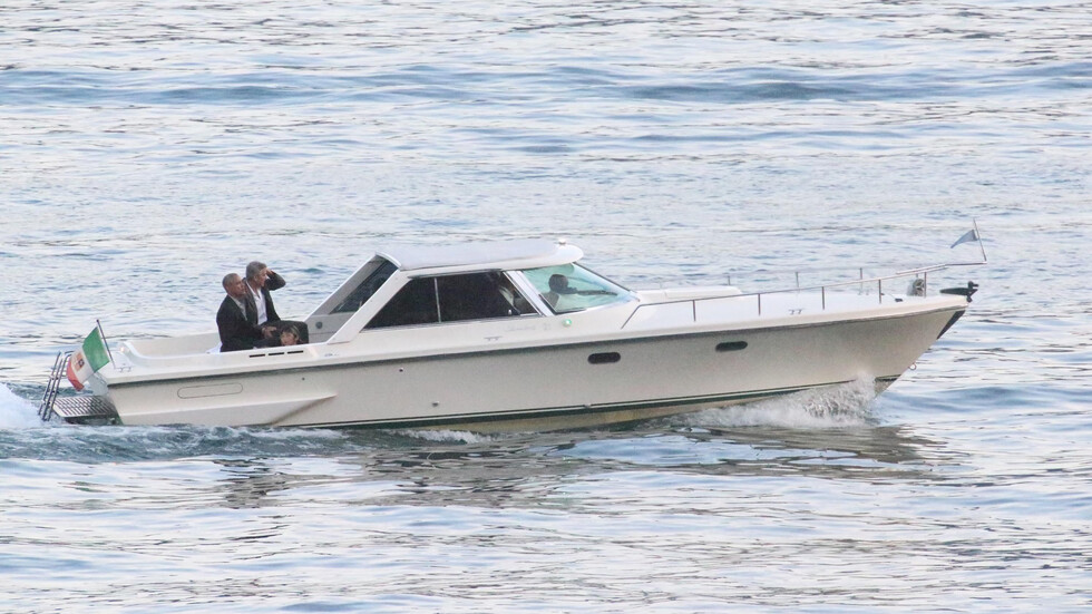 Обама и Клуни на разходка с лодка