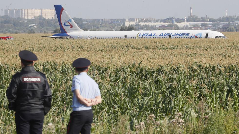 Руски самолет с 234 души на борда кацна в нива