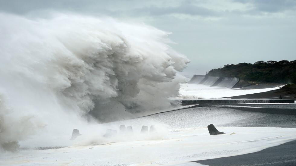 Мощен тайфун удари Япония