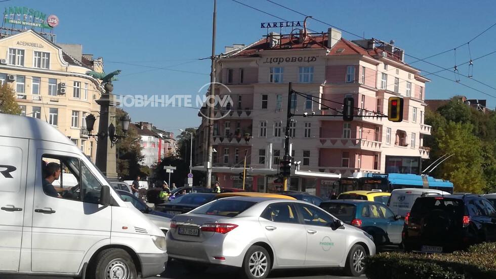 """Катастрофа затрудни за кратко движението на """"Орлов мост"""""""