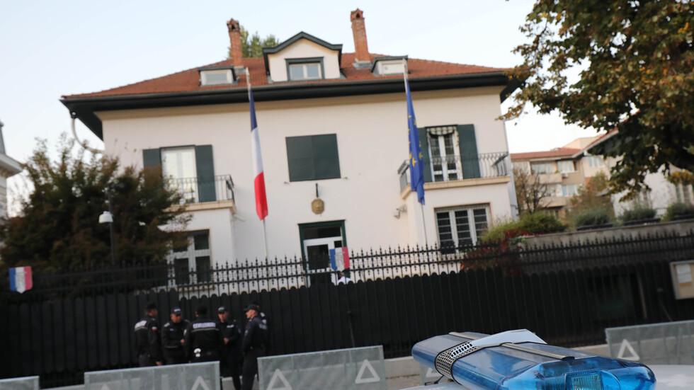 Протест пред Френското посолство срещу позицията на Макрон за членствотото на Северна Македония