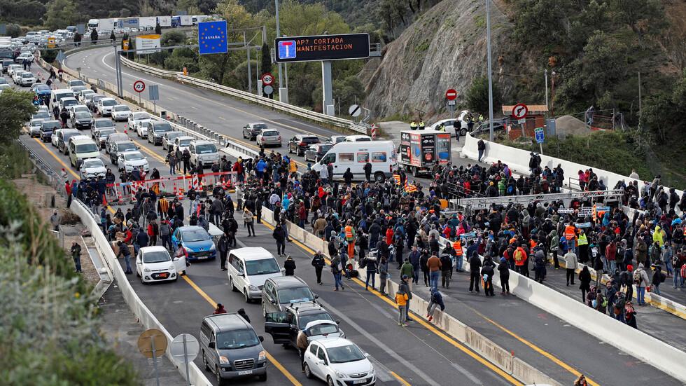 Протестиращи затвориха граничен пункт между Испания и Франция