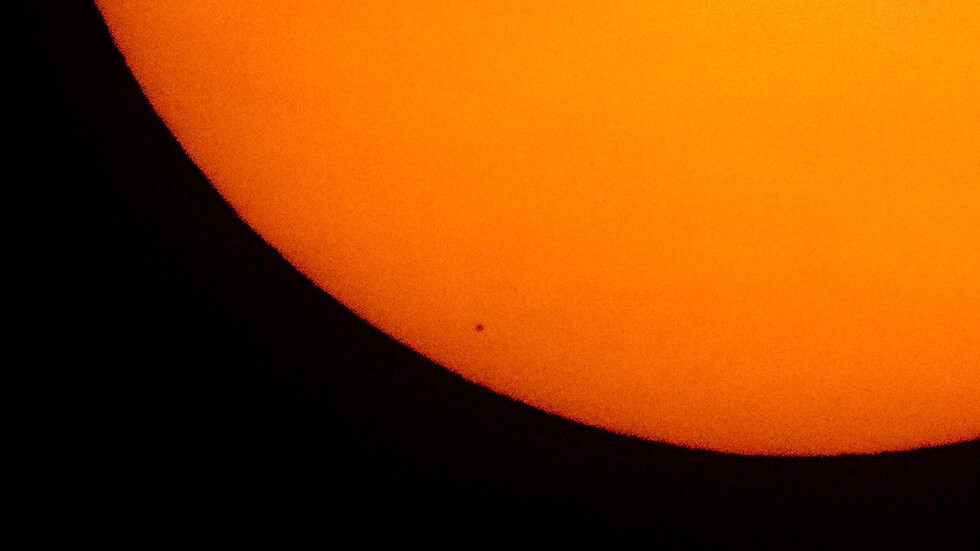 Удивителни кадри от транзита на Меркурий