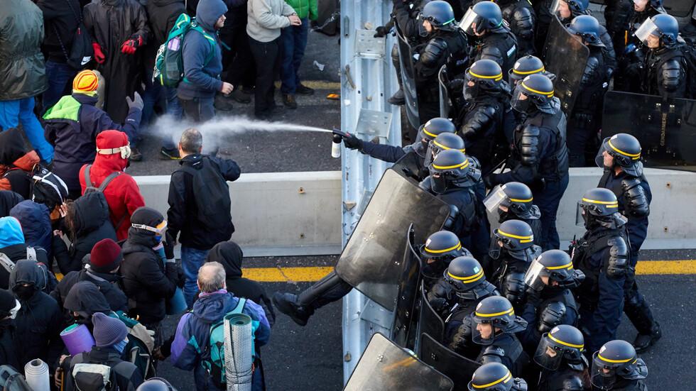 Задържаха 18 протестиращи на границата между Франция и Испания