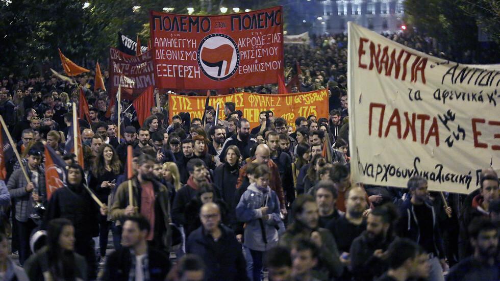 Близо 30 арестувани при безредици в Атина
