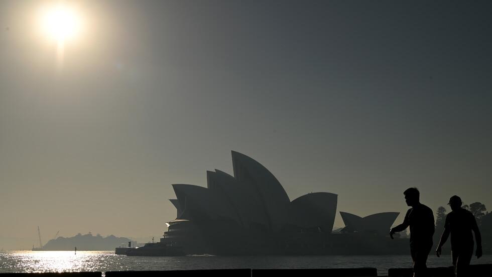 Сидни осъмна покрит с пелена от дим