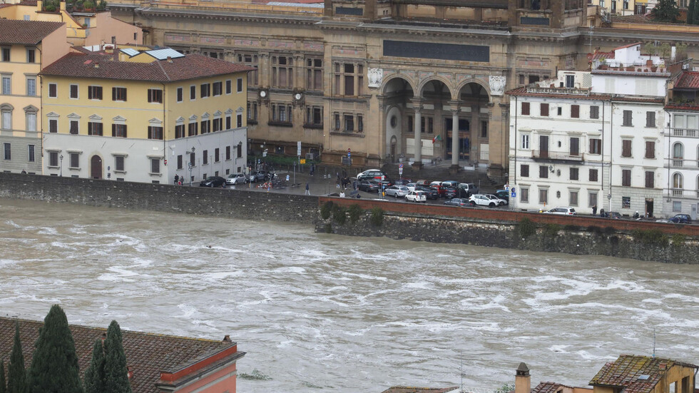 Флоренция и Пиза са заплашени от наводнения