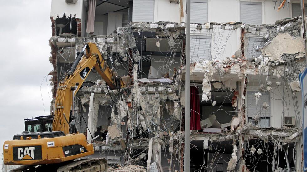 Албания руши сгради заради силното земетресение