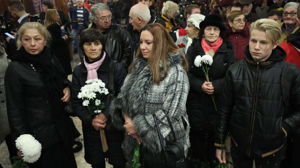 България се прощава със Стоянка Мутафова