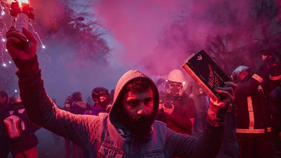 Продължава националната стачка във Франция, транспортен хаос обхвана страната