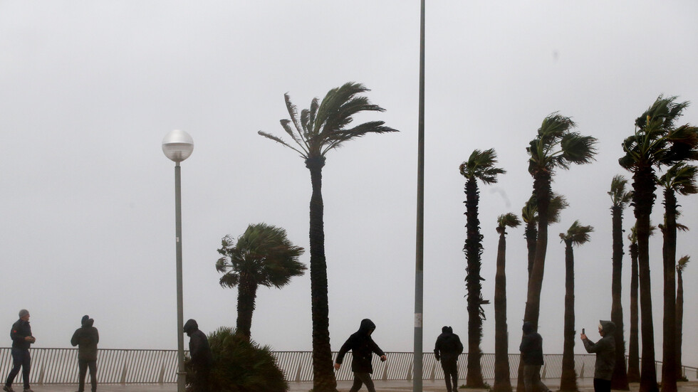 """Над 200 000 домакинства в Испания останаха без ток заради бурята """"Глория"""""""