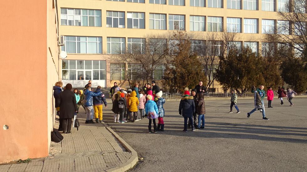 Сигнал за бомба евакуира училище в Благоевград