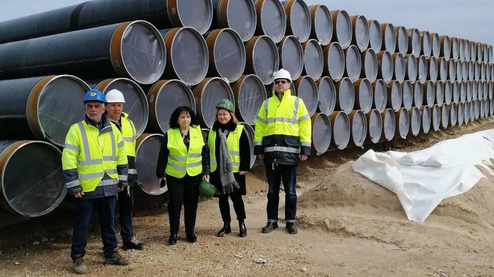 Енергийният министър инспектира съхранението на тръбите за газовата връзка с Гърция