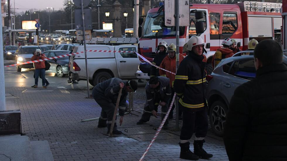 """Пожар край """"Орлов мост"""" затрудни движението в час пик"""