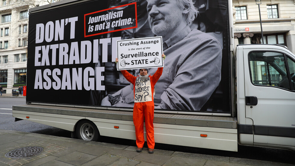 Протест в Лондон в защита на Джулиан Асандж