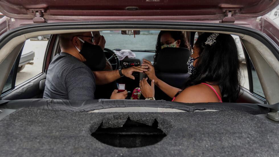 """Бразилци си казват """"да"""" на автосватби заради пандемията"""